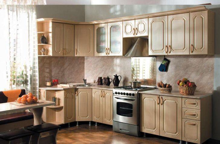 Классический вариант кухонного модульного гарнитура L-образной формы.