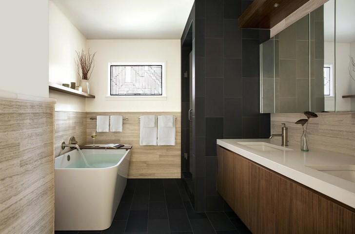 Стилю модерн присуще использование натуральных материалов для отделки. Панели из светлого дерева делают атмосферу в ванной комнате благородной и изысканной.