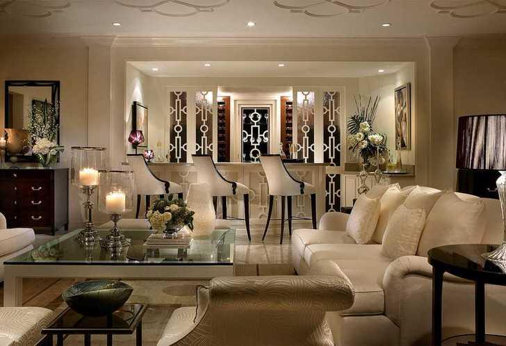 В меру сдержанный стиль арт деко был использован для оформления большой гостиной в загородном доме. Мебель цвета слоновой кости с элементами из дерева цвета венге в единой композиции смотрится элегантно и непревзойденно.