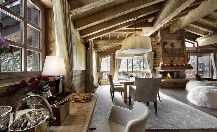 Гостиная в стиле шале - отличный пример того, что деревенский стиль тоже может быть изысканным и элегантным.
