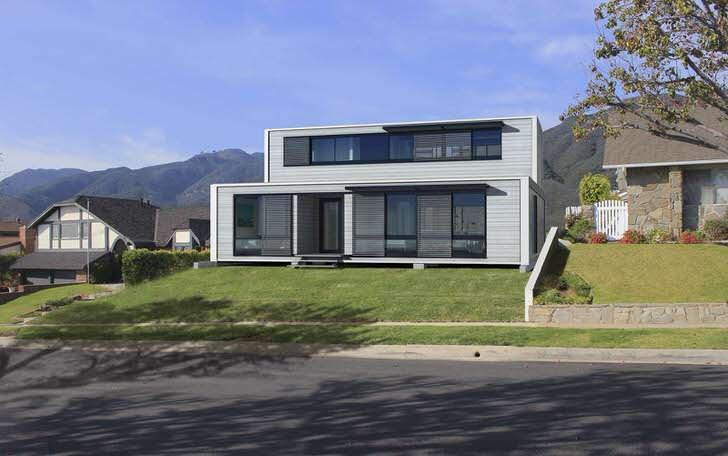Удачное дизайнерское решение для обустройства модульного дома - панорамные окна. Достаточное количество дневного света становится обязательным требованием для оформления любого жилища.