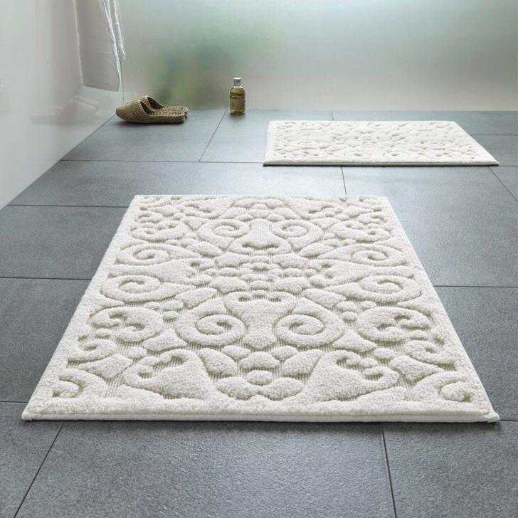 Особым спросом пользуются коврики для ванной с рельефным узором.