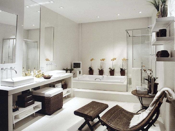 Шикарная ванная в стиле модерн. Несмотря на достаточную квадратуру мебель для ванной комнаты подобрана вместительная и функциональная.