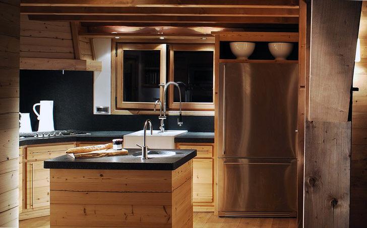 Кухня в стиле шале из натурального необработанного дерева - то, что нужно современной хозяйке. Вместительный кухонный гарнитур смотрится по-деревенски скромно, но привлекательно.