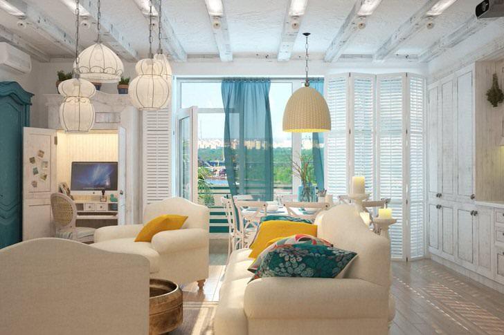 Комната для гостей в средиземноморском стиле просторная и светлая. Для отделки полов был использован паркет из светлых пород дерева.