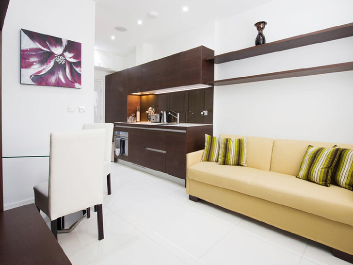 Модульная мебель и встроенная техника на кухне - выгодное решение для кухни-гостиной.
