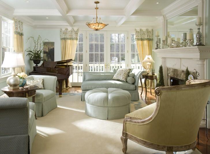 Комната для гостей в французском стиле в доме московской семьи.