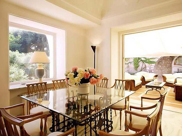 Виртуозный дизайн обеденной комнаты в средиземноморском стиле в доме французского политика.