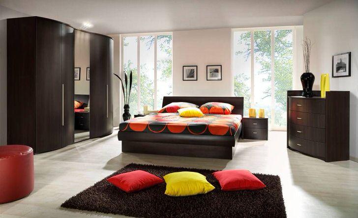 Мебель для спальни венге смотрится изысканно и стильно. Броский, благородный цвет венге выгодно смотрится в белоснежной комнате.