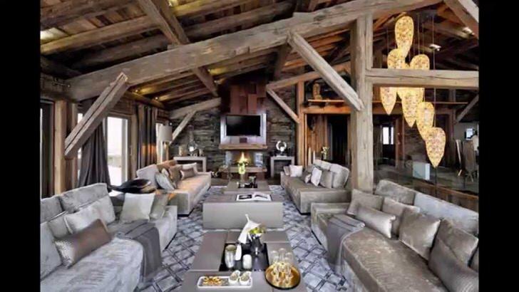 Мансарда в стиле шале в доме из деревянного сруба. Оттенки коричневого и серого идеально подходят для оформления непринужденного интерьера с нотками деревенского шика.
