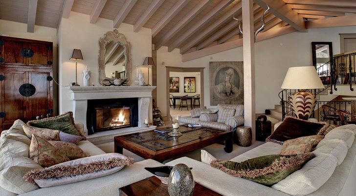 Мансарда в стиле шале с камином - уютное место для вечерних, семейных посиделок. Стиль шале идеален для оформления загородных особняков и охотничьих домиков.