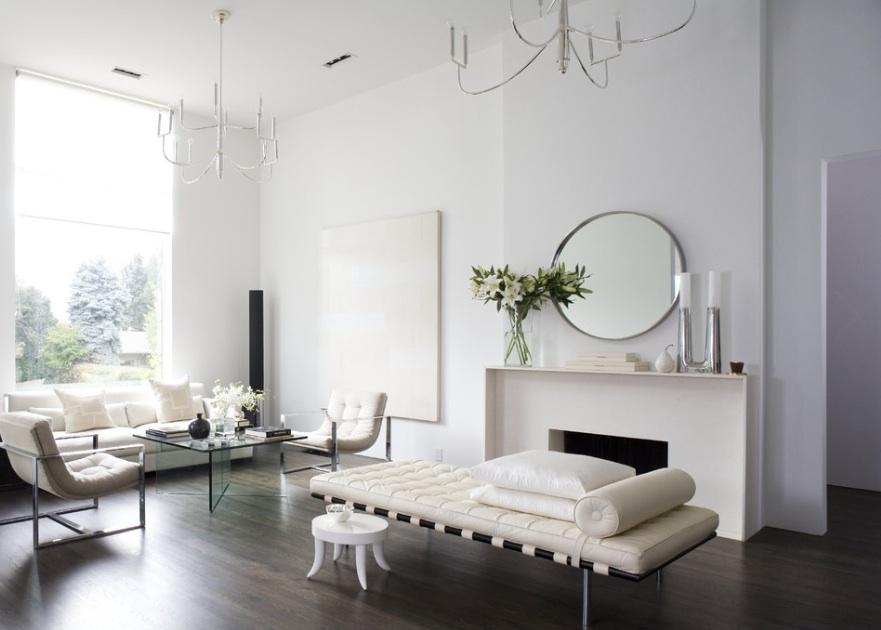Лаконичное и сдержанное оформление гостиной в стиле минимализм в загородном доме известного творческого деятеля Франции.