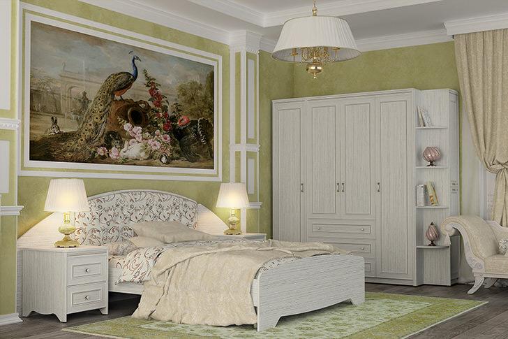 Стильный белый гарнитур создан для спальни в стиле кантри. Примечательной особенностью интерьера становится большая картина.