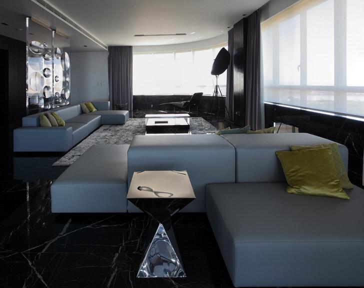 Просторная гостиная в стиле хай тек .