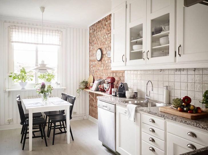 Интересный дизайнерский проект для кухни в скандинавском стиле разработан по заказу творческой личности.