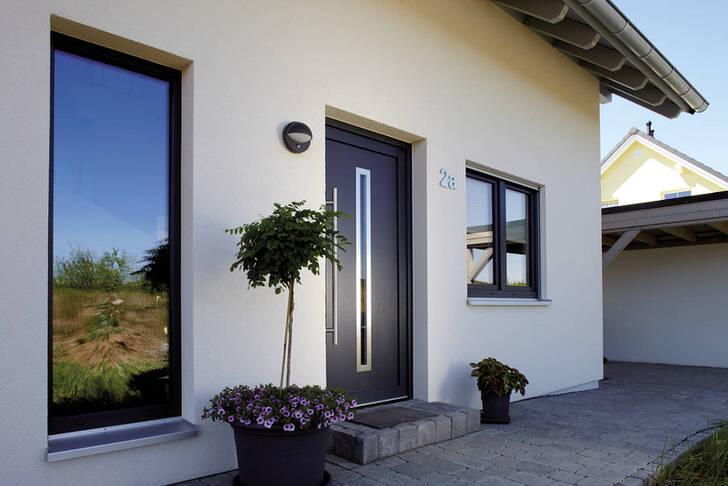 Входные металлические двери в стиле модерн для частного дома - функциональное и эстетически привлекательное решение.
