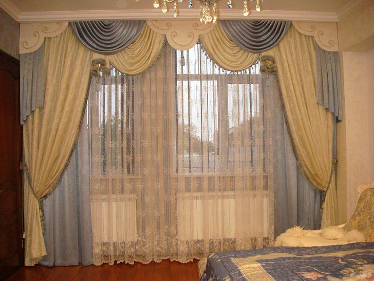 Комбинированные ламбрекены в такой вариации можно использовать, как для декора гостиной, так и для оформления спальной комнаты.