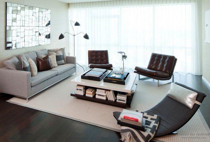 Диван в стиле хай тек всегда имеет четкие геометрические очертания. В качестве декора в основном используются квадратные подушки единого размера.