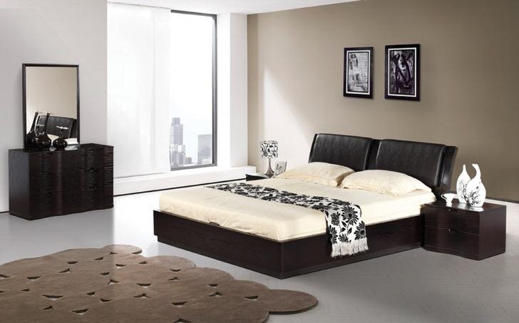 Спальня венге в стиле современный минимализм в обычной квартире в Париже.