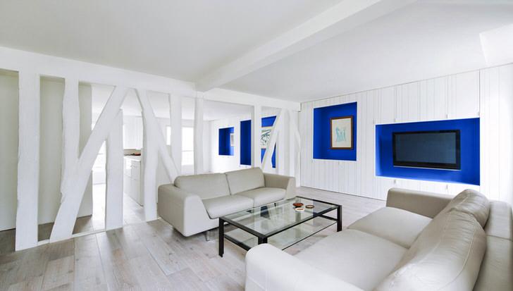 Гостиная в квартире студии отделена при помощи перегородки из гипсокартона. Стильное решение для креативного дизайна.