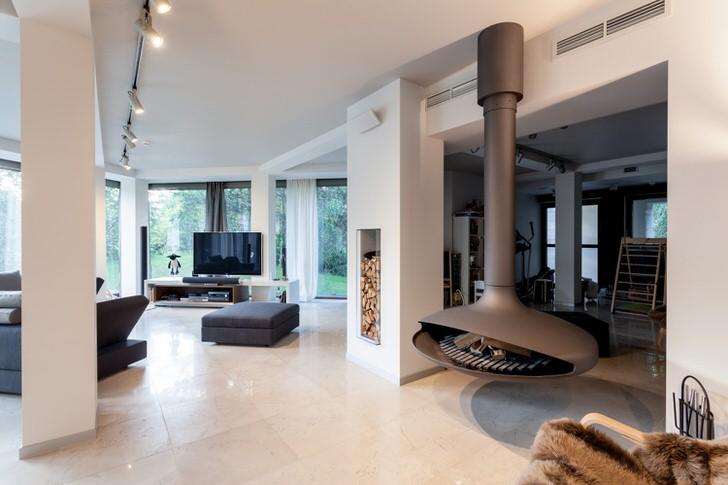 Небольшой вес подвесного камина делает его установку возможной в любом жилом помещении.