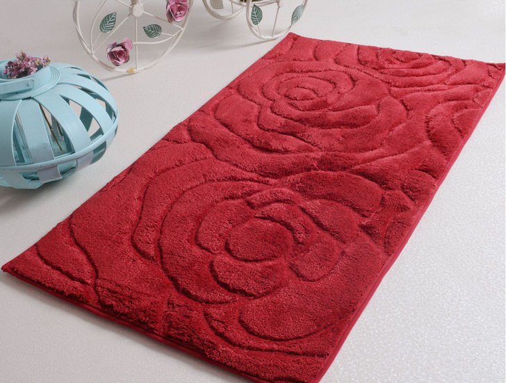 Коврик для ванной из мягкого ворса с текстурным изображением цветов идеально впишется в ванную, оформленную в стиле модерн или кантри.