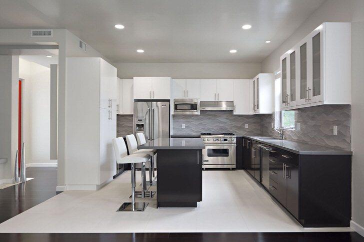 Стиль современного интерьера подчеркивает правильно подобранное освещение.