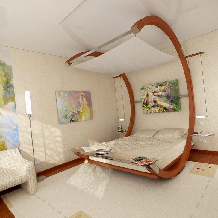 В глаза сразу бросается большая кровать с навесом. Комната творческой девушки украшена картинами, нарисованными лично.