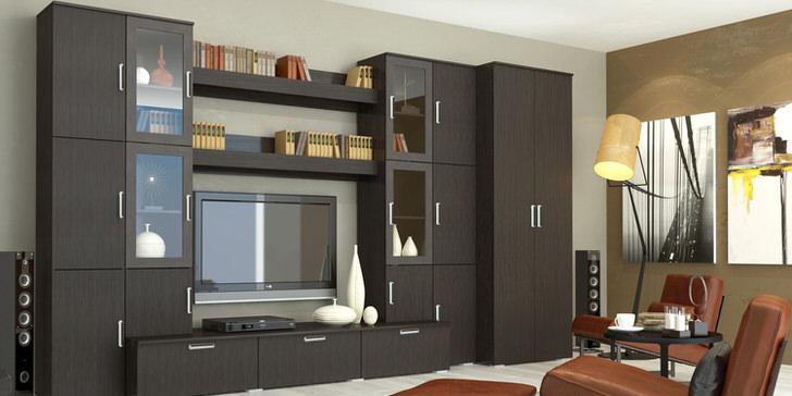 Функциональная стенка венге для гостиной с множеством отделов и ящичков делают обстановку не загроможденной и просторной.