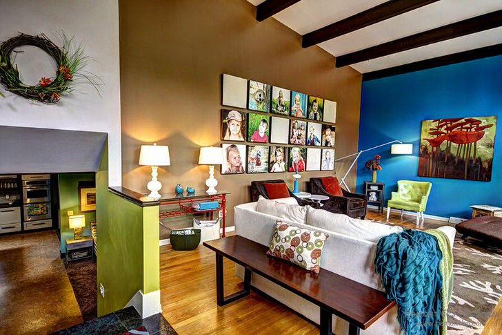 Модным трендом считается печать собственных фотографий на модульных картинах. Коллаж из таких картин гармонично вписывается в интерьер гостиной.