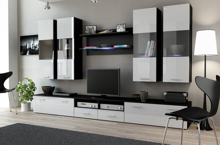 Белые глянцевые поверхности сочетаются с элементами цвета венге. Гарнитур для гостиной не только привлекателен внешне, но и отличается высокой функциональностью.