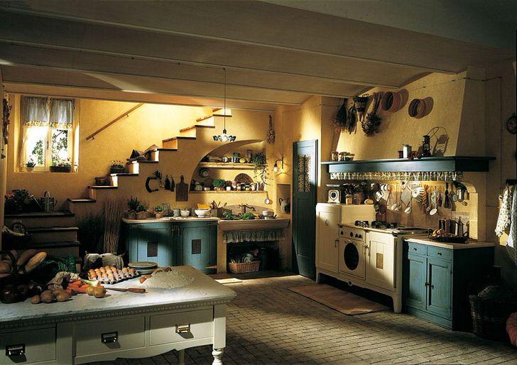 Кухня в деревенском стиле в большом доме в Подмосковье.
