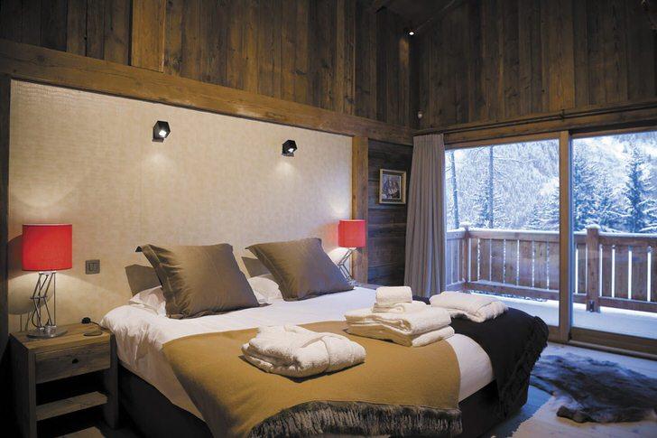 Гостиная в стиле шале в загородном особняке на Аляске.