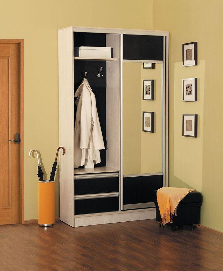 Небольшой шкаф для коридора