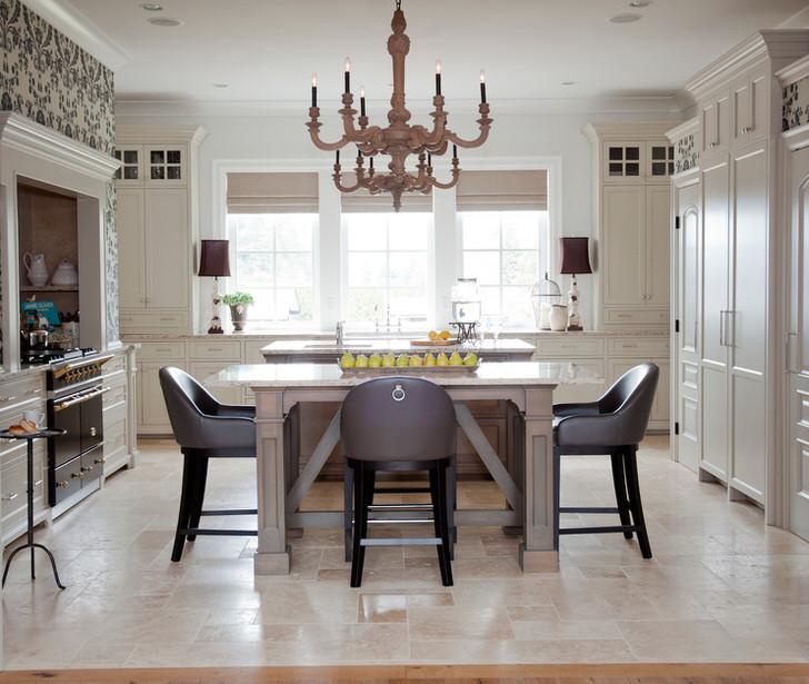 Лаконичное, скромное оформление гостиной в французском стиле - мечта любой хозяйке, предпочитающей практичность и уют.