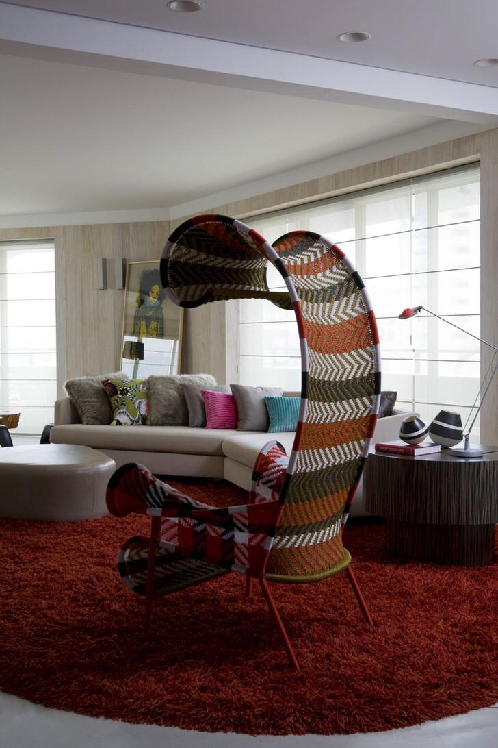 Дизайнерская модель мебели для гостиной в эко стиле - кресло из текстиля с навесом.