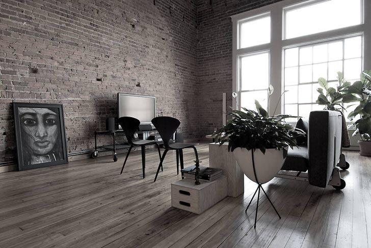 Ламинат темно-серого цвета в гостиной смотрится идеально. Для оформления интерьера в стиле лофт можно использовать необычные картины.
