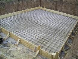 Возвышенный фундамент из бетона.