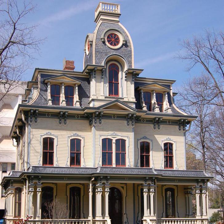 Изящная архитектура запоминается и поражает своим величием.