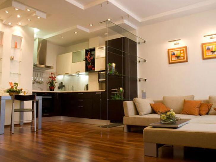 Проект квартиры-студии 40 кв м спланирован из расчета практичности. Между кухней и гостиной нет перегородок, что позволяет расширить пространство и сделать его более светлым.