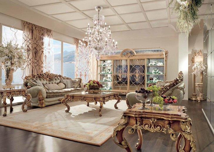 Мебель для гостиной в стиле ампир изготовлена из дерева. Золотой декор смотрится напыщенно дорого, делая интерьер искусным.
