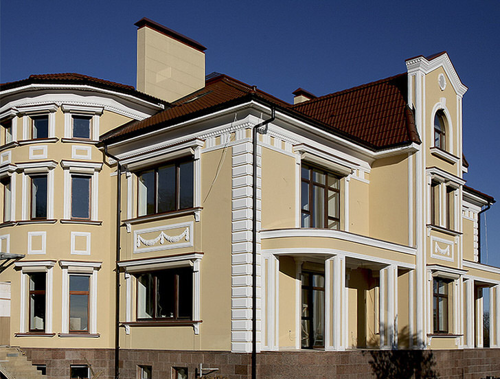 Дом в стиле ампир в западном Подмосковье.