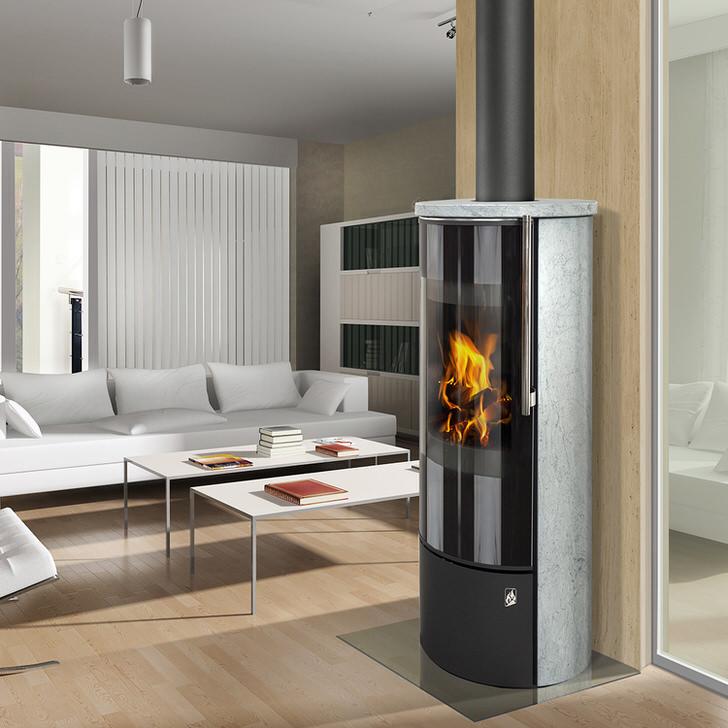 Современная печь-камин длительного горения может быть использована для оформления гостиной в стиле хай тек.