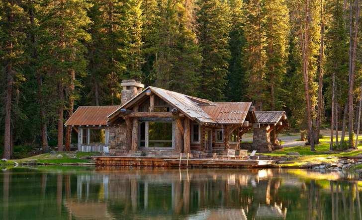 Дом в стиле шале на берегу озера Мичиган.