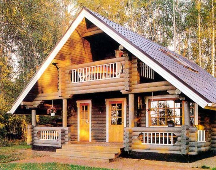 Деревенский домик недалеко от Волгограда. Русский лес и необычный экстерьер строения дарят ощущение сказки и волшебства.