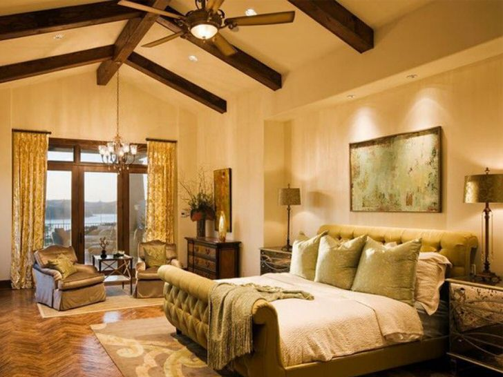 Приглушенный оливковый цвет становится ключевым в организации интерьера спальни в средиземноморском стиле.