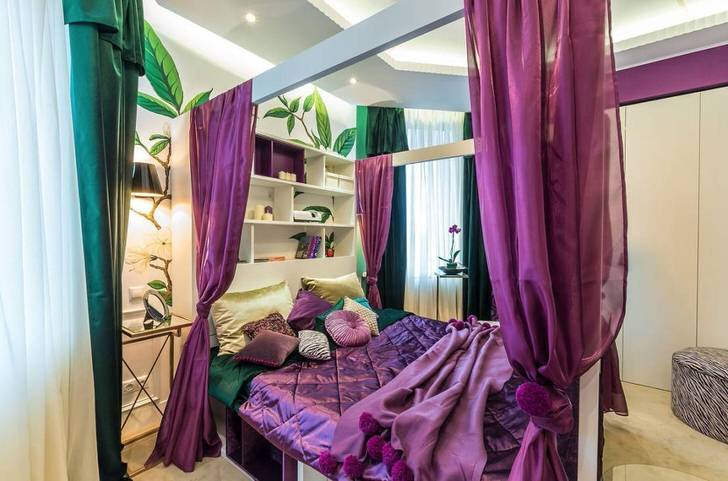 С помощью балдахина над кроватью в спальне можно создать более уютную и интимную атмосферу.