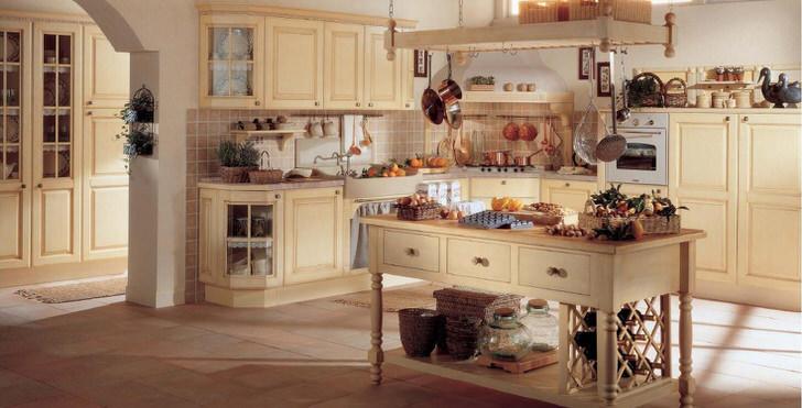 Кухня в скандинавском стиле оформлена в спокойной бежевой цветовой гамме.