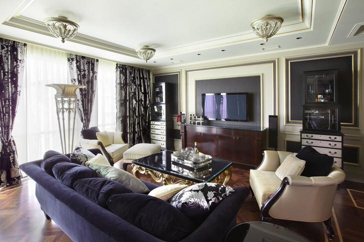Контрастные сочетания цветов выгодно смотрятся в общей картине интерьера. Мягкая мебель должна быть массивной, в качестве декора подойдут подушки в тон обивке мебели.