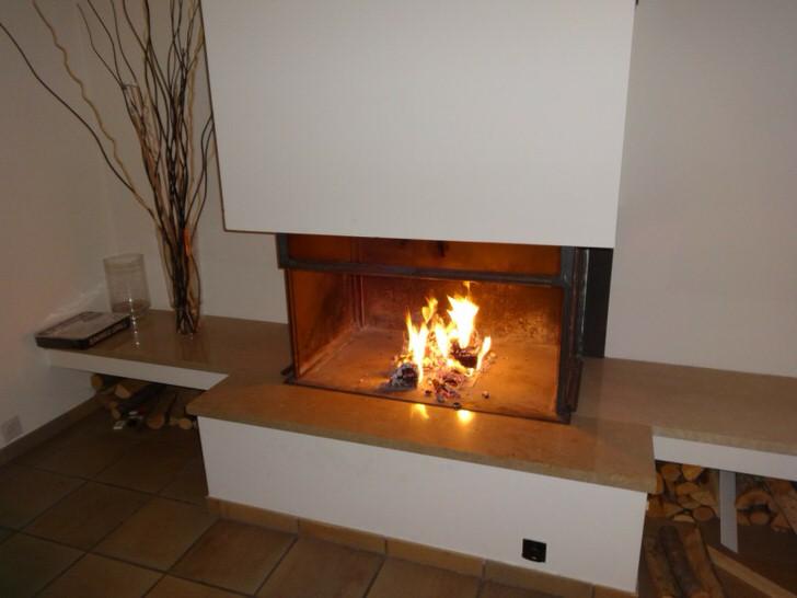 Печь-камин длительного горения на даче в Подмосковье.